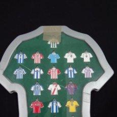 Coleccionismo deportivo: COLECCION 20 LLAVEROS - CAMISETAS EQUIPACIONES - MARCA - 1ª DIVISION 2002-2003 - CAR66. Lote 51509104