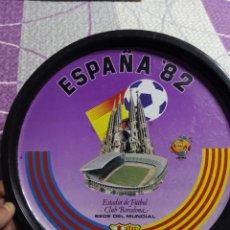 Coleccionismo deportivo: BANDEJA MUNDIAL ESPAÑA 82 CAMPO DE FUTBOL DEL FUTBOL CLUB BARCELONA. Lote 51866513