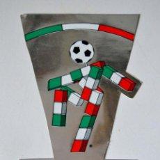 Coleccionismo deportivo: PEGATINA PLATEADA ITALIA 90 * GRANDE 19,5 CM * OFFICIAL LICENSE * COPIRIGHT 1986 COL ITALIA 90. Lote 51942343