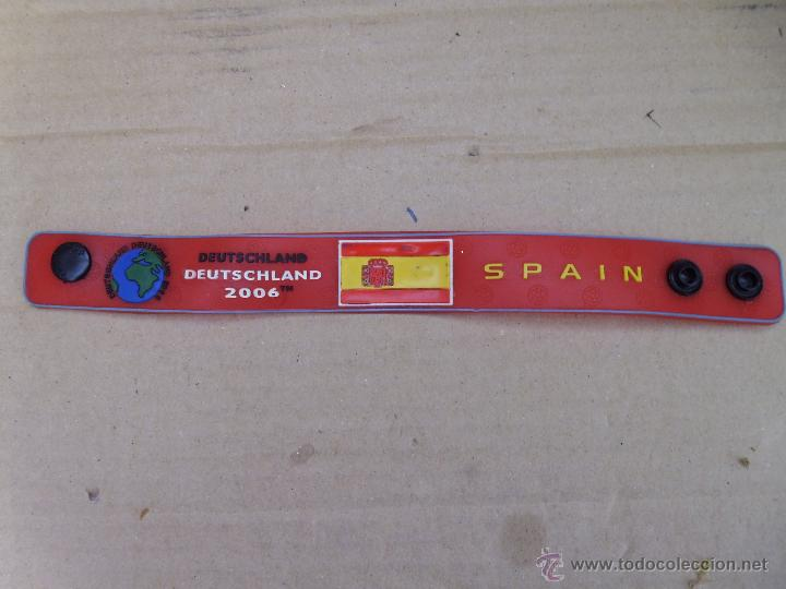 Coleccionismo deportivo: Pulsera de goma o látex de la copa del mundo de futbol 2006 mira las fotos - Foto 2 - 52871223