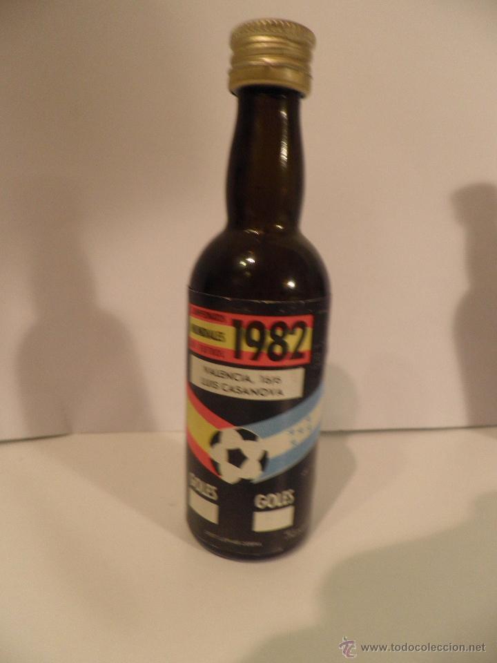 Coleccionismo deportivo: BOTELLITAS DE VINO, MUNDIAL FUTBOL ESPAÑA 1982, BOTELLA DESTILERIA CEBRA - Foto 2 - 53395287