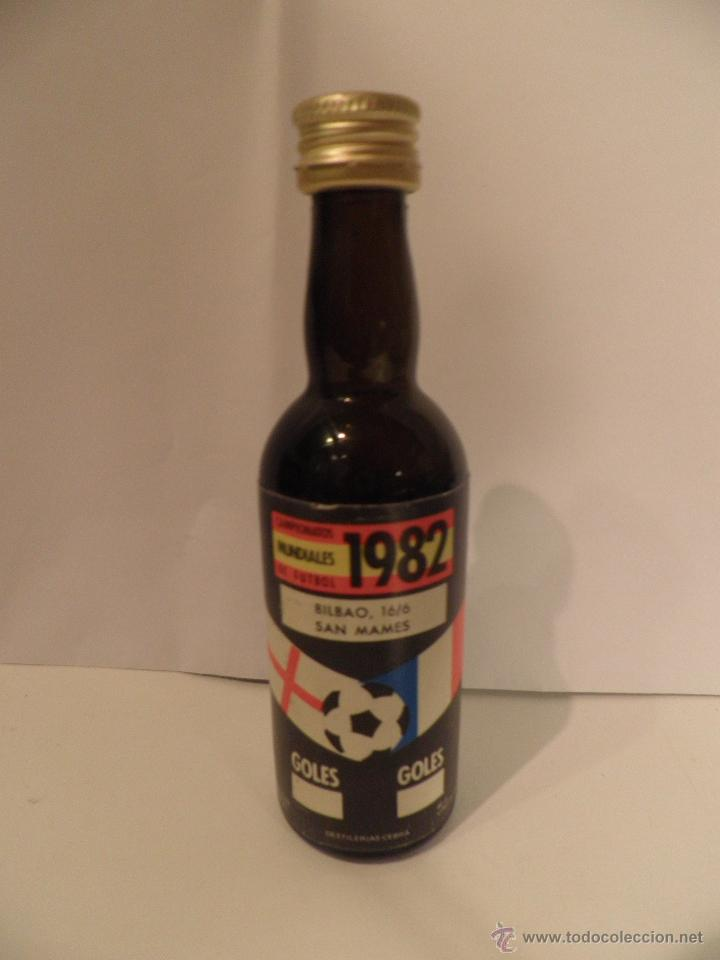 Coleccionismo deportivo: BOTELLITAS DE VINO, MUNDIAL FUTBOL ESPAÑA 1982, BOTELLA DESTILERIA CEBRA - Foto 3 - 53395287