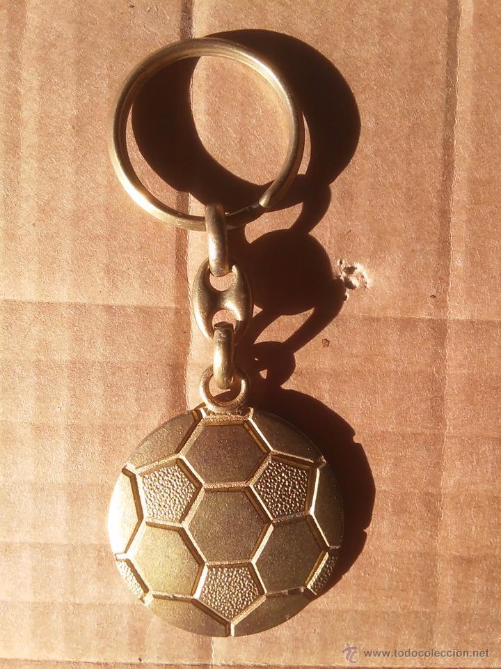 Coleccionismo deportivo: VIEJO LLAVERO REAL SOCIEDAD DONOSTIA SAN SEBASTIAN - Foto 2 - 53421262