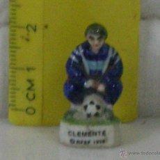 Coleccionismo deportivo: *** CLEMENTE *** FUTBOL (RFEF) *** FIGURA DEPORTIVA PEQUEÑA DE PORCELANA ***. Lote 54157753