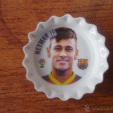 Coleccionismo deportivo: MINI CHAPA DE PLASTICO NEYMAR JR (FC BARCELONA) LFP - 2,5 CMS. DIAMETRO - ESCUDO BARÇA EN TRASERA. Lote 54187343