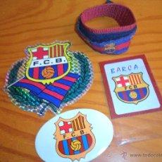 Coleccionismo deportivo: LOTE FUTBOL CLUB BARCELONA DE 2 PEGATINAS, UN IMAN, Y UNA PULSERA - AÑOS 80'S. Lote 54991805