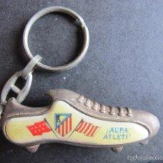 Coleccionismo deportivo: LLAVERO ANTIGUO ATLETICO DE MADRID FUTBOL BOTA. Lote 55351807