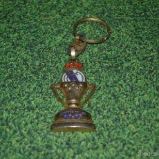Coleccionismo deportivo: LLAVERO ANTIGUO DEL REAL MADRID CAMPEON DE LIGA 94 -95. Lote 57806312