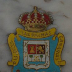 Coleccionismo deportivo: (TC-47) ANTIGUA PLACA CHAPA PARA COCHE DE LATON ESCUDO UNION DEPORTIVA LAS PALMAS. Lote 61248695