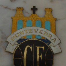 Coleccionismo deportivo: (TC-47) ANTIGUA PLACA CHAPA PARA COCHE DE LATON ESCUDO PONTEVEDRA CLUB FUTBOL. Lote 61248779