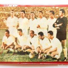 Coleccionismo deportivo: BILLETERA / CARTERA EQUIPO FUTBOL CF REAL MADRID AÑOS 60 (13 X 9,5 CM). DIANA DORS. Lote 61772776