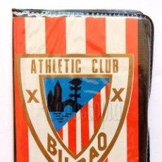 Coleccionismo deportivo: BILLETERA / CARTERA EQUIPO FUTBOL ATHLETIC CLUB DE BILBAO AÑOS 60 (10 X 7,5 CM). ESCUDO. Lote 61773396