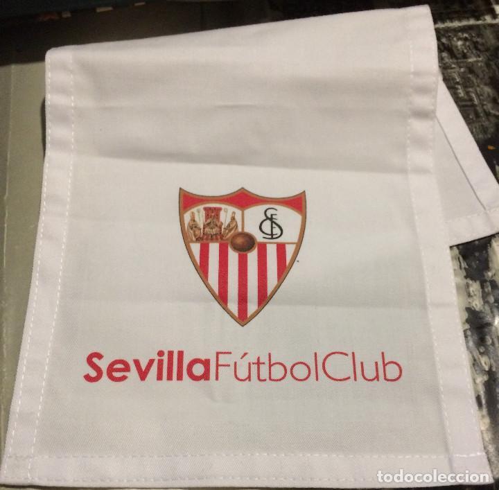 Coleccionismo deportivo: Funda de reposacabezas de asiento. Avión oficial del Sevilla FC. Nuevo. - Foto 2 - 64180903