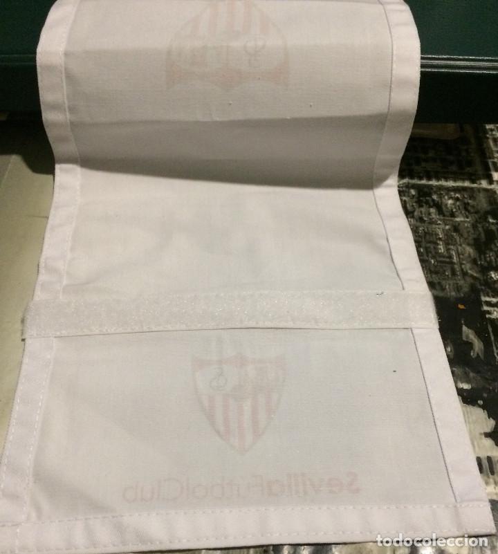 Coleccionismo deportivo: Funda de reposacabezas de asiento. Avión oficial del Sevilla FC. Nuevo. - Foto 5 - 64180903