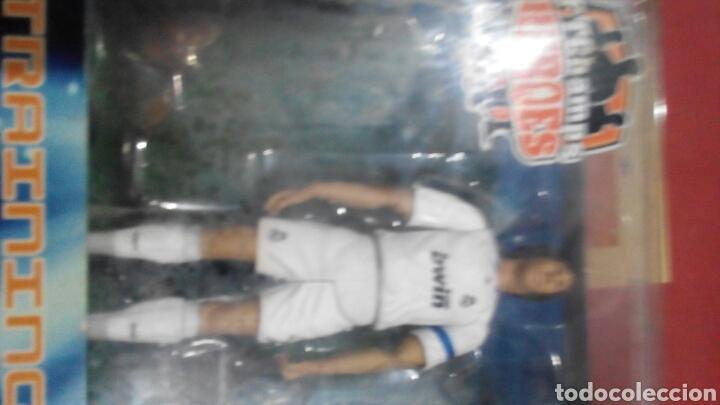 Coleccionismo deportivo: Real Madrid.figura raul+dvd - Foto 3 - 64371807