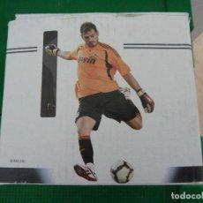 Coleccionismo deportivo: TAZA DEL JUGADOR DEL REAL MADRID CASILLAS PRODUCTO OFICIAL COLECCION MARCA. Lote 64456995