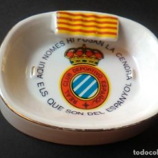 Coleccionismo deportivo: R. C. D. ESPAÑOL CAMPO DE FUTBOL RARO CENICERO CERAMICA MBE REAL CLUB DEPORTIVO ESPANYOL. Lote 65924450