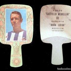 Coleccionismo deportivo: LUIS MARÍA OTIÑANO - ABANICO EN CARTON - VINOS CASTILLO MEDELLIN - MEDELLIN - BADAJOZ. Lote 157654537