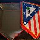 Coleccionismo deportivo: CAJA DE LATA DEL ATLÉTICO DE MADRID; BUEN ESTADO PERO CON ALGUNAS MARCAS POR LA PARTE DE DEBAJO. Lote 72702535