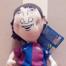 Coleccionismo deportivo: PELUCHE MUÑECO LEO MESSI QUIRON. FUTBOL CLUB BARCELONA FCB BARÇA TOONS. Lote 74352403