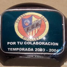 Coleccionismo deportivo: FÚTBOL SALA RIPOLLET. CURIOSO PISAPAPELES METACRILATO / POR TU COLABORACIÓN. 2003-2004.. Lote 78615941