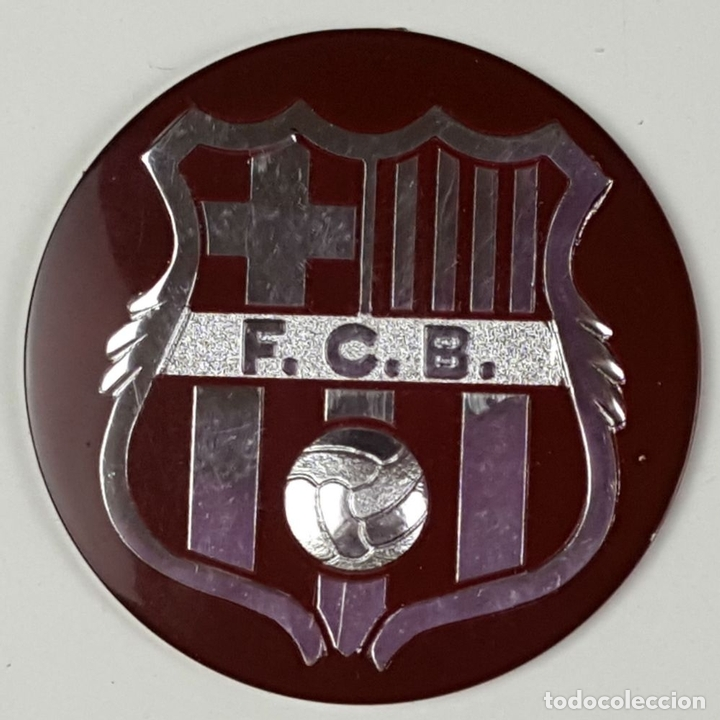 Coleccionismo deportivo: LOTE DE 3 ESCUDOS DEL FC. BARCELONA. RESINA. ESCUDO EN DORADO Y PLATEADO. CIRCA 1970. - Foto 2 - 82728492