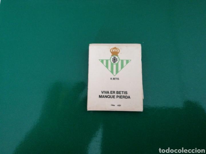 RARA CAJA DE CERILLAS DEL REAL BETIS. PUBLICIDAD DE TABACOS NEGROS. AÑOS 70 (Coleccionismo Deportivo - Merchandising y Mascotas - Futbol)