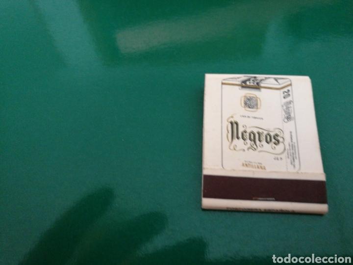 Coleccionismo deportivo: Rara caja de cerillas del Sevilla FC. Publicidad de tabacos Negros. Años 70 - Foto 2 - 83568496