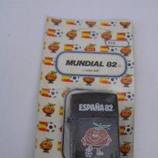 Coleccionismo deportivo: ENCENDEDOR (MECHERO) NUEVO EN BLISTER DE FUTBOL ESPAÑA 82 (MUNDIAL 82) - NARANJITO. Lote 84349756