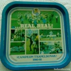 Coleccionismo deportivo: BANDEJA. REAL SOCIEDAD, TXAPELDUNAK 1.980-81. Lote 85397820