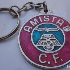 Coleccionismo deportivo: ANTIGUO LLAVERO.AMISTAD C.F. C.C.AMISTAD.FUNDADO EN 1973.SEVILLA.METAL ESMALTADO.. Lote 86515936