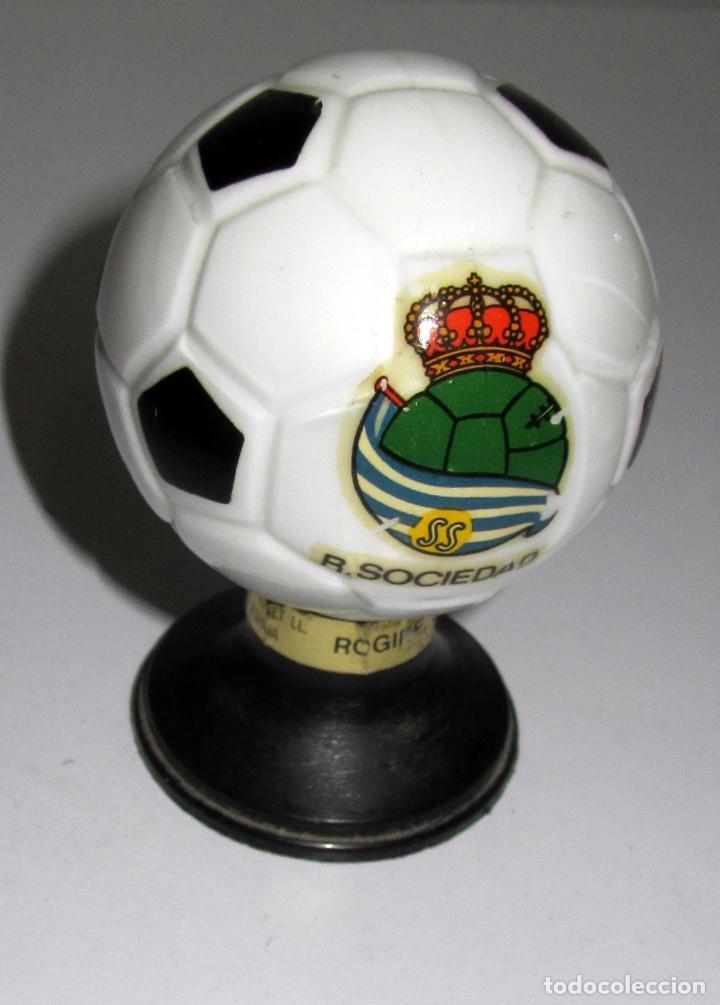 BOTELLA BRANDY FORMA BALON FUTBOL AÑOS 60 REAL SOCIEDAD REALA (Coleccionismo Deportivo - Merchandising y Mascotas - Futbol)