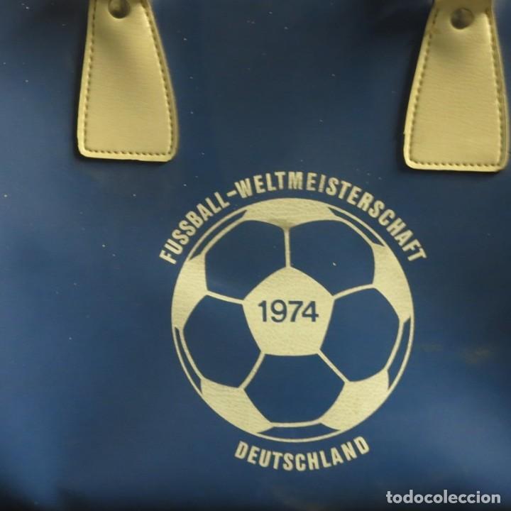 Coleccionismo deportivo: Original. Bolso Vintage DE LA COPA MUNDIAL DE FUTBOL. Alemania 1974 - Foto 2 - 88924184