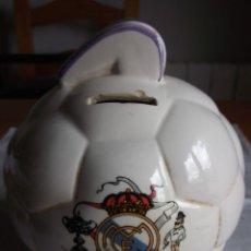 Coleccionismo deportivo: ANTIGUA HUCHA BALÓN DEL REAL MADRID. Lote 89145140