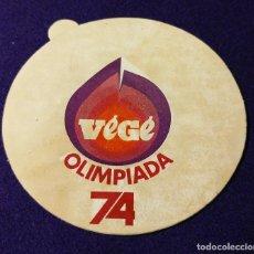 Coleccionismo deportivo: ANTIGUA PEGATINA DE LAS OLIMPIADAS 74. DEPORTE. OLIMPIADA. VEGE.. Lote 93368265