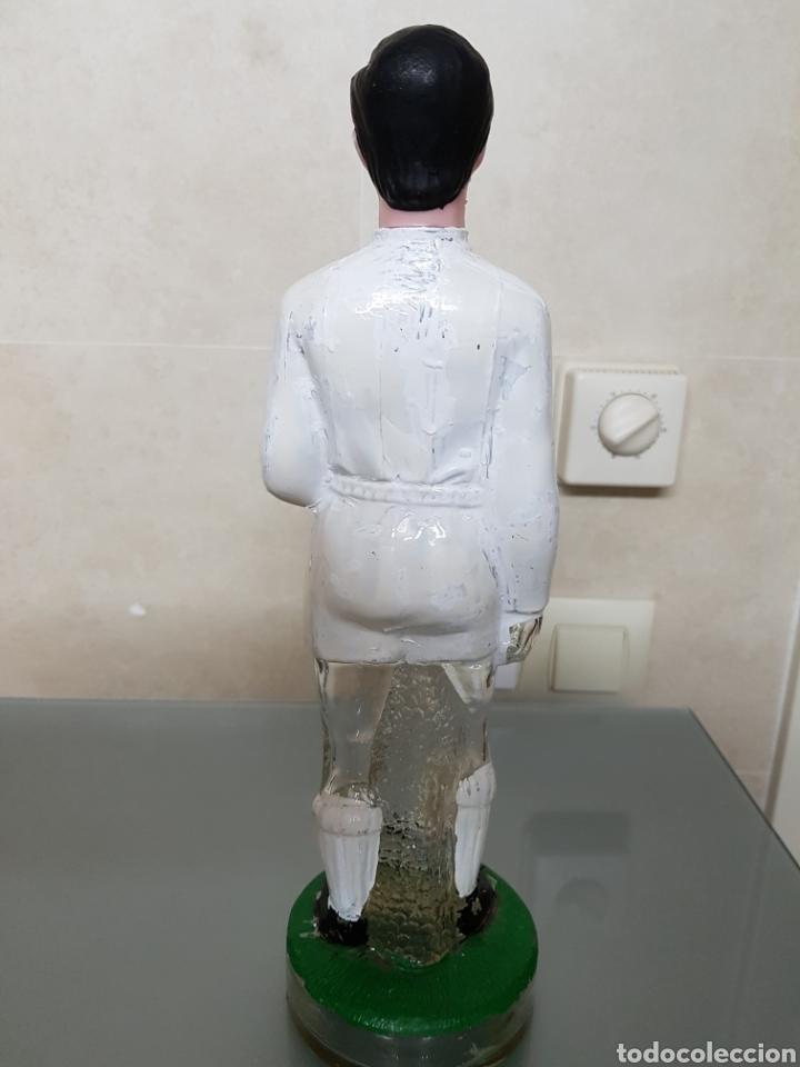 Coleccionismo deportivo: ANTIGUA BOTELLA BRANDY REAL MADRID 32 cm NOGUERAS COMAS VACIA - Foto 2 - 94120627