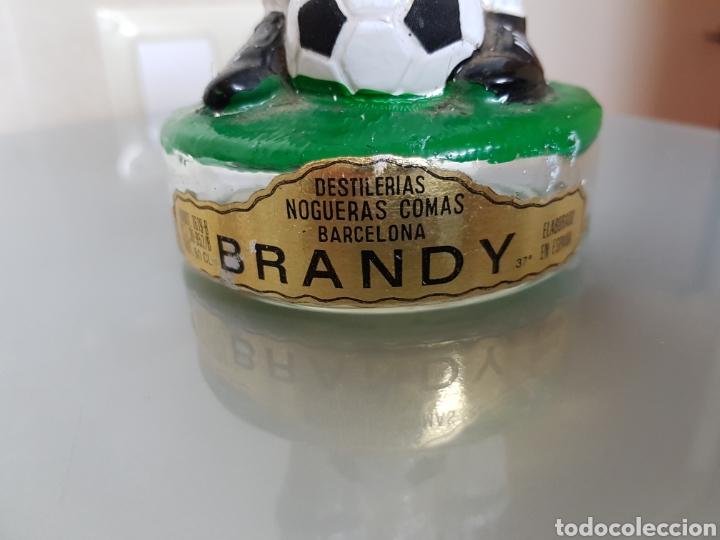 Coleccionismo deportivo: ANTIGUA BOTELLA BRANDY REAL MADRID 32 cm NOGUERAS COMAS VACIA - Foto 3 - 94120627