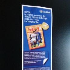 Coleccionismo deportivo: PEGATINA PUBLICITARIA CROMOS LIGA BBVA 2010-2011, EDICIONES ESTE 10-11 Y LA VANGUARDIA (LÁMINA 1). Lote 94436142