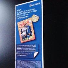 Coleccionismo deportivo: PEGATINA PUBLICITARIA CROMOS LIGA BBVA 2010-2011 EDICIONES ESTE 10-11 Y LA VANGUARDIA (LÁMINA 3). Lote 94436414