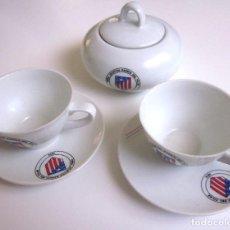 Coleccionismo deportivo: JUEGO CAFÉ 2 TAZAS DOS PLATOS AZUCARERO CON TAPA ATLÉTICO MADRID PEÑA ATLÉTICA BARRIO DEL PILAR 1973. Lote 94592227