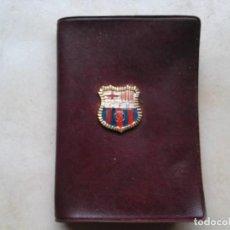 Coleccionismo deportivo: ANTIGUA CARTERA DEL CF BARCELONA CON ESCUDO AGUILA IMPERIAL EL CARNET CONDUCCION. Lote 95356371
