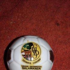 Coleccionismo deportivo: BOTELLA BALON LICOR ESTAMOS CONTIGO UNION DEPORTIVO SALAMANCA . Lote 95776691