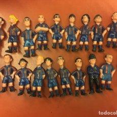Coleccionismo deportivo: LOTE DE 20 JUGADORES DEL BARÇA - FCB - MIDE CADA UNA APROX 8CMS ALTURA. Lote 97957527
