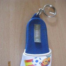 Coleccionismo deportivo: LLAVERO CHANCLETA MUNDIAL DE FUTBOL ESPAÑA 82 NARANJITO SIN USAR NUEVO ( RESTO DE TIENDA ). Lote 109317322