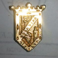 Coleccionismo deportivo: PIN DEL C.D. LA VIÑA. Lote 98208323