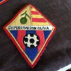 Coleccionismo deportivo: PARCHE ESCUDO BORDADO EQUIPO DE FÚTBOL DEPORTIVO SON OLIVA. Lote 98437627