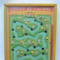 Coleccionismo deportivo: JUEGO DE HABILIDAD DE FUTBOL, ATLETICO DE MADRID, DE LOS AÑOS 40, MUY BUEN ESTADO DE CONSERVACIÓN EN. Lote 98839787