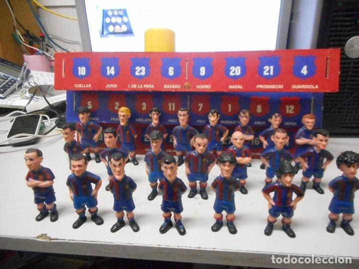 GRAN COLECCION MUÑECOS FUTBOL BARCELONA BARÇA CON CARTON ESPOSITOR (Coleccionismo Deportivo - Merchandising y Mascotas - Futbol)