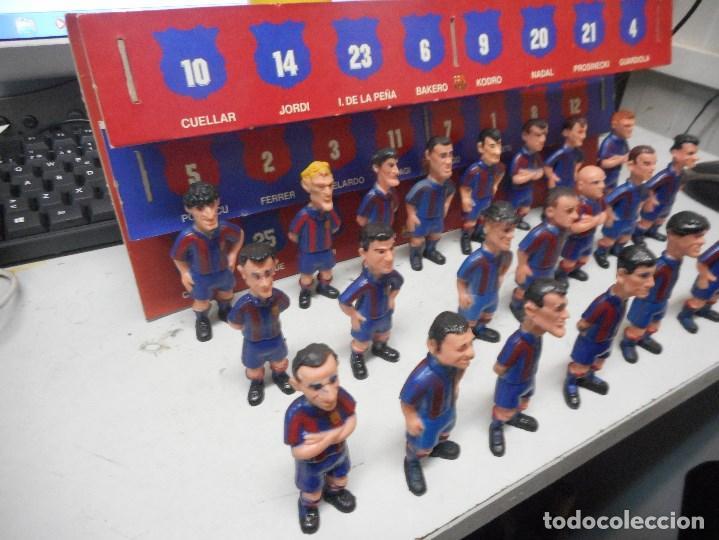 Coleccionismo deportivo: gran coleccion muñecos futbol barcelona barça con carton espositor - Foto 2 - 99242295