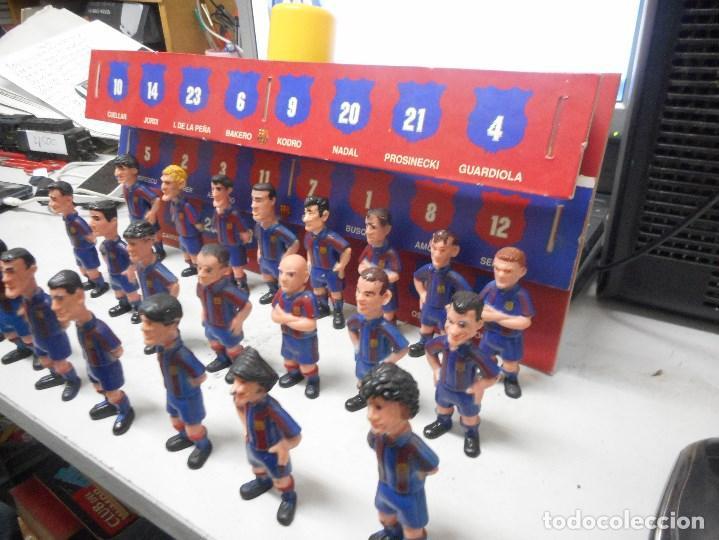 Coleccionismo deportivo: gran coleccion muñecos futbol barcelona barça con carton espositor - Foto 3 - 99242295